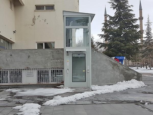 dikey engelli asansörü