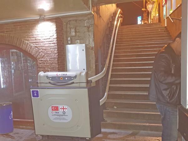 eğimli merdiven asansörü doru
