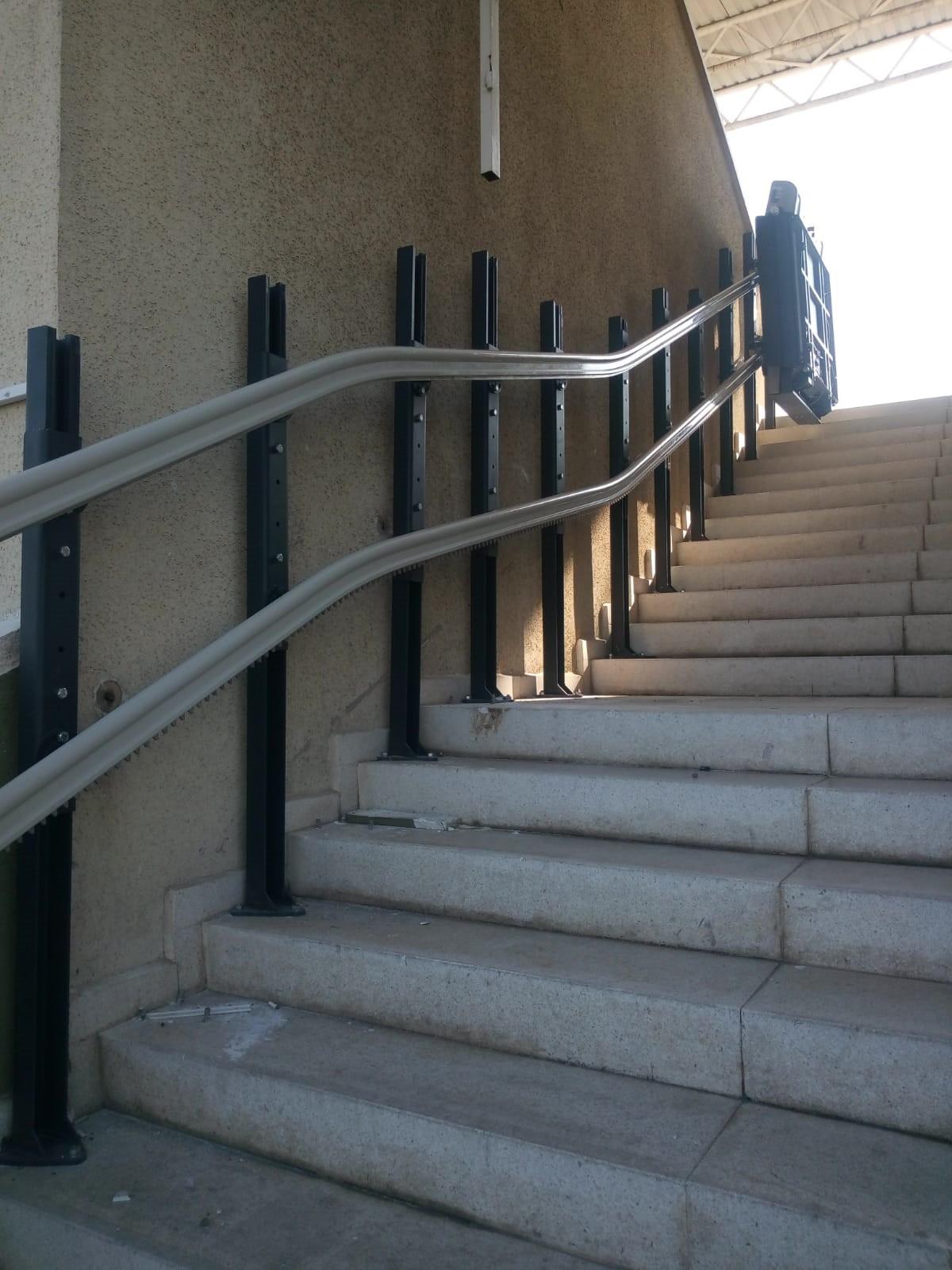 iç mekan eğimli platform asansörler