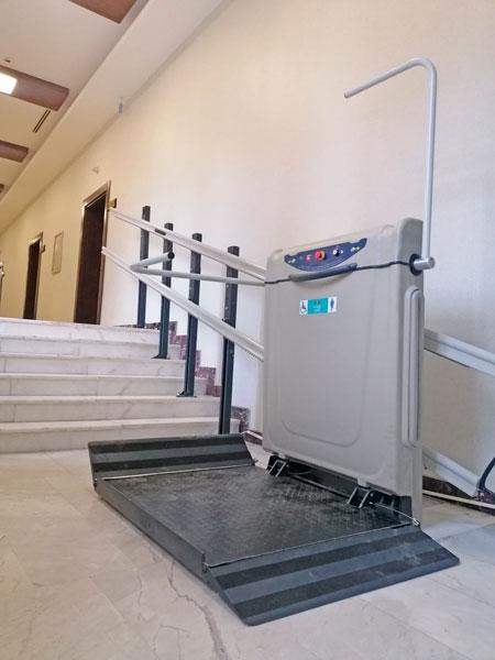 yatay dönüşlü engelli merdiven asansörleri