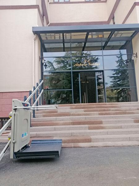dış ortam tekerlekli sandalye asansörü