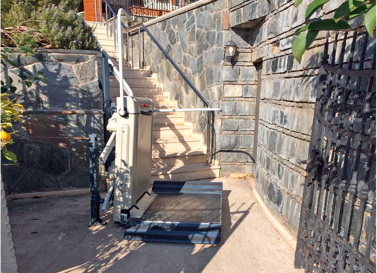 doru merdiven kenarı engelli asansörü