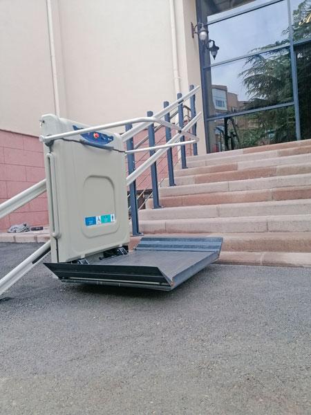 platform tipi tekerlekli sandalye asansörleri