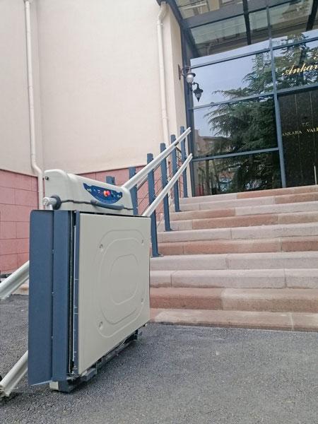 platform tipi tekerlekli sandalye asansörü