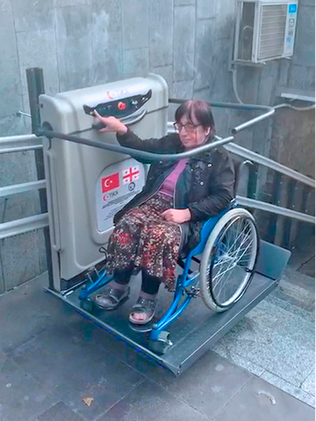 dönüşlü merdiven asansörü